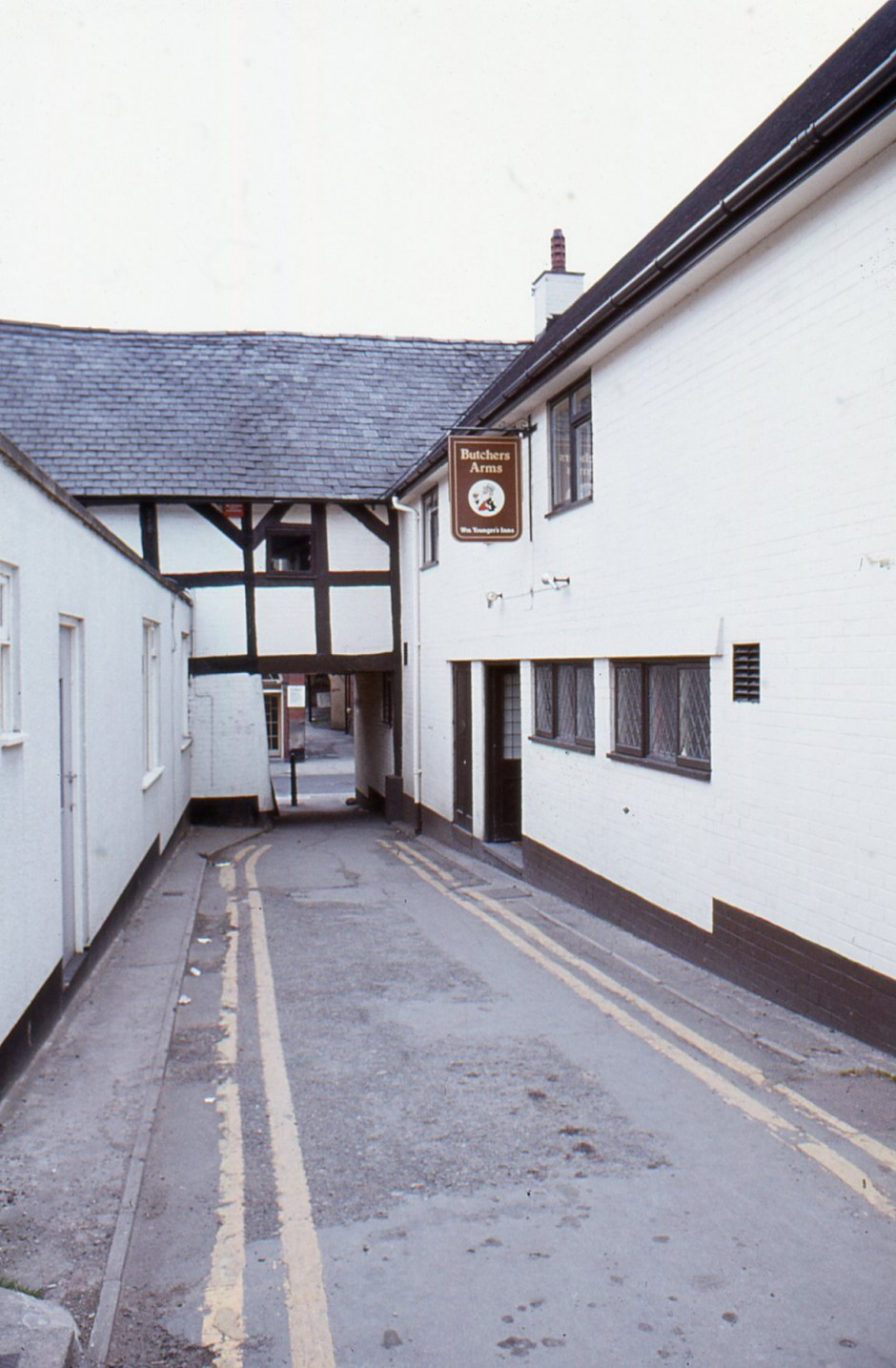 SL-O-5-23-21 Oswestry - Arthur Street - View towards Willow St, Butchers Arms