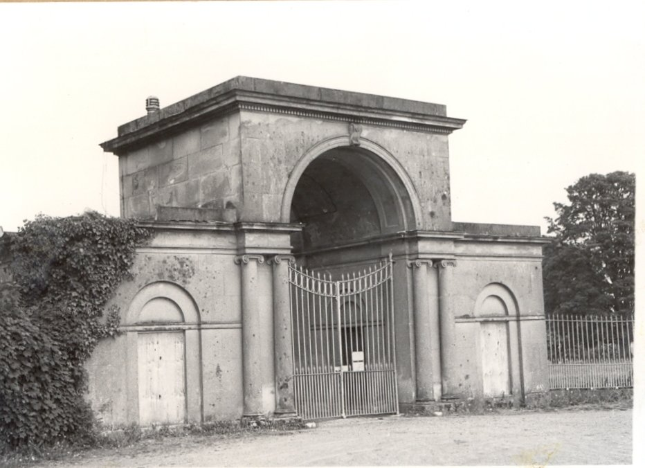 PH-B-28-4a Brogyntyn Lodge gates Mount Rd