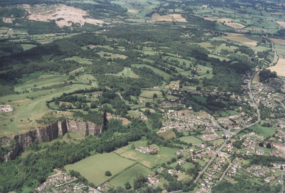 PH-L-19-12a - Aerial view of Llanymynech, Golf Course and Pant 1992