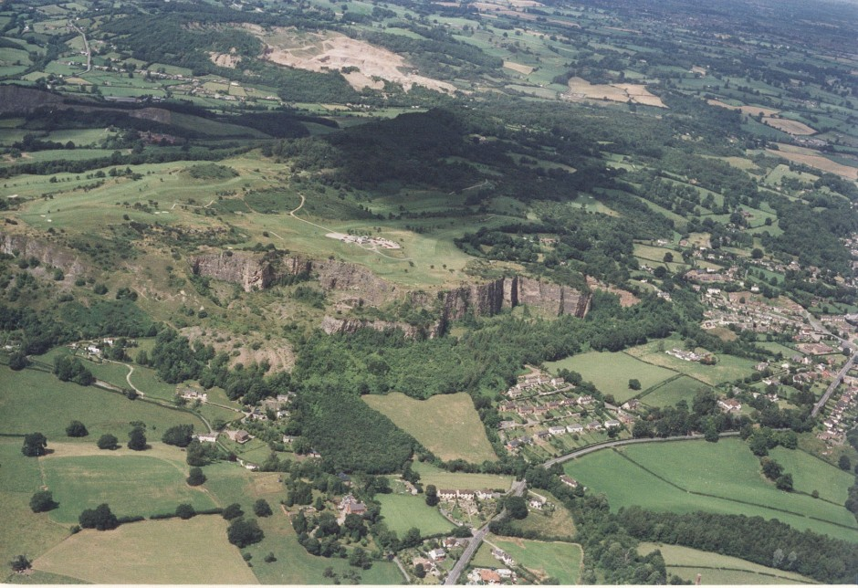 PH-L-19-12c - Aerial view of Llanymynech, Golf Course and Pant 1992