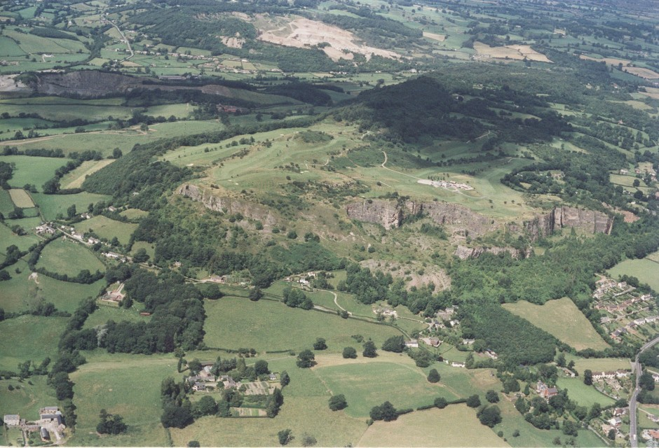 PH-L-19-12d - Aerial view of Llanymynech, Golf Course and Pant 1992