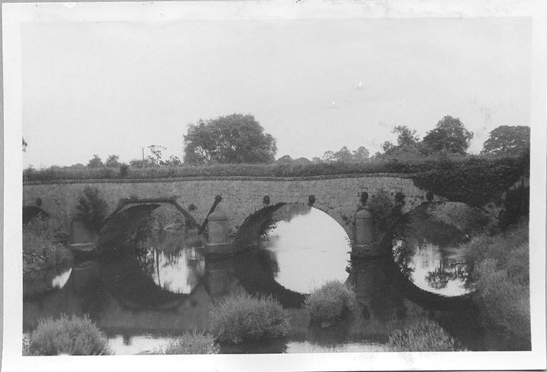 PH-L-19-3b - View of bridge over River Vyrnwy and stone aqueduct