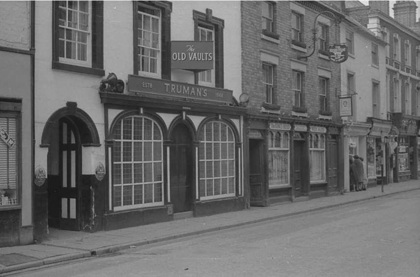 OSW-NEG-O-1-48 Church Street - Old Vaults & King's Head, 1963