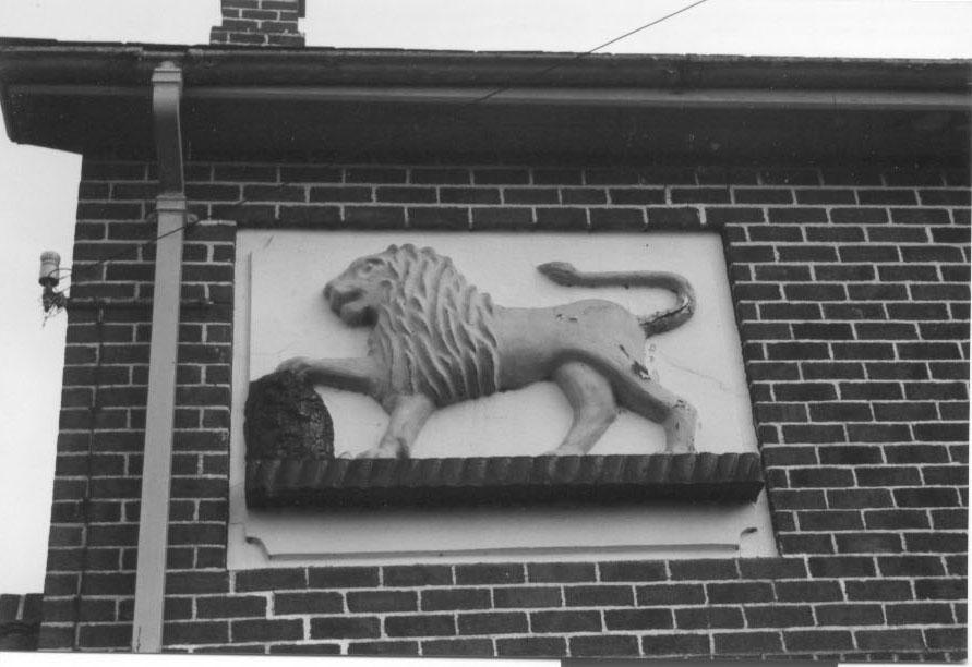 PH-M-29-3  - Lion Pub, Moreton - 1