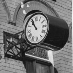 PH-O-5-6-7 - clock on former Post Office Building
