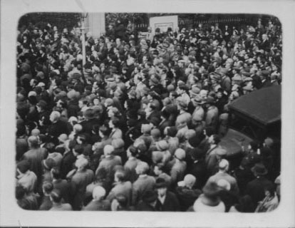 PH-O-5-6-90 - Remembrance Day crowds
