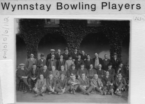 PH-O-5-6-112 - Wynnstay Bowling Players