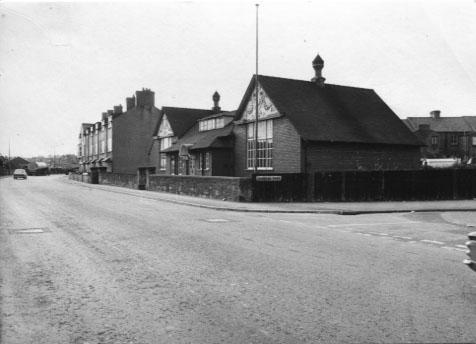 PH-O-5-39-4 - Railway Institute corner of Cambrian Rd - 1973