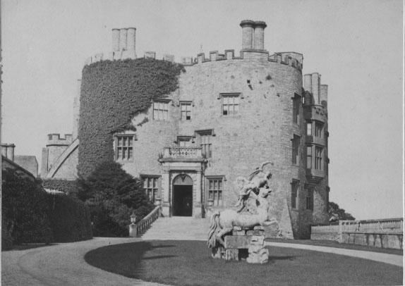 PH-P-31-3b - Powis Castle Entrance