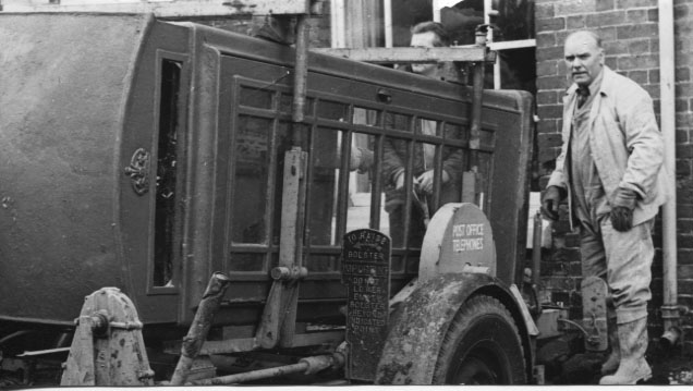 PH-R-13-20  - Workers remove old telephone box (BCA 21 Nov 1973)