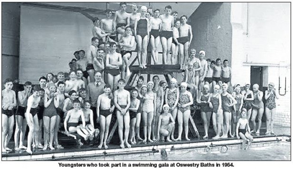 NP-O-5-72-7 - Swimming Gala 1954