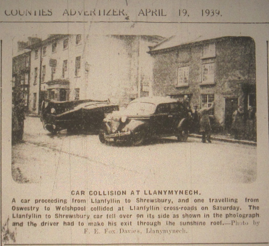 NP-L-19-56 - Car Crash at Llanymynech X-Roads in 1939