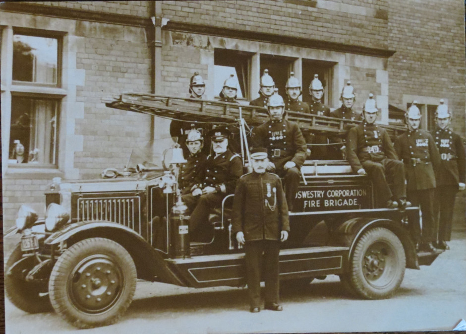 NM-FireService-13 - Capt Lacey & Fire Crew - no date