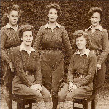 NM-O-5-15-194 - Land Army Girls WW11