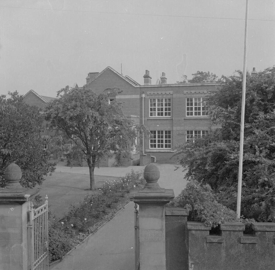 Neg-O-5-25-20 - Girls High School 1963