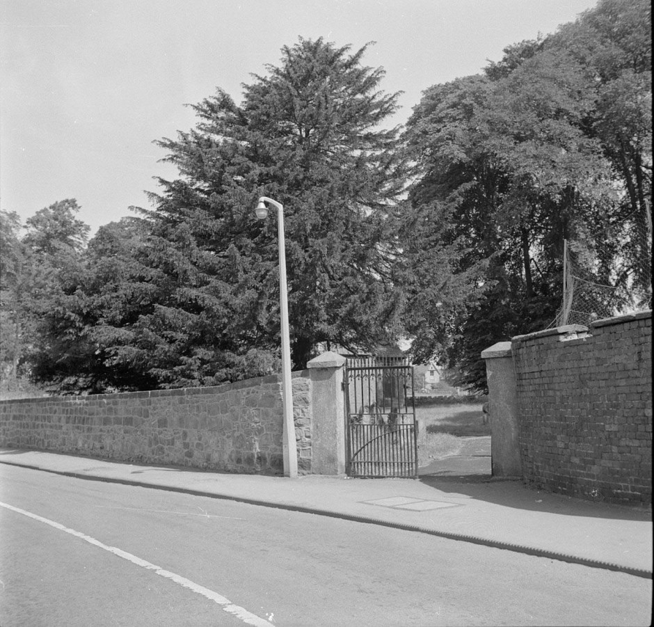 Neg-O-5-57-18 - Welsh Walls 1964