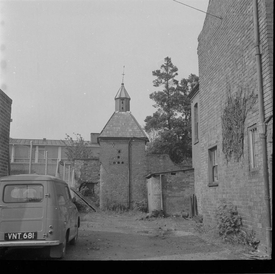 Neg-O-5-57-21 - Loran Cottage 1963